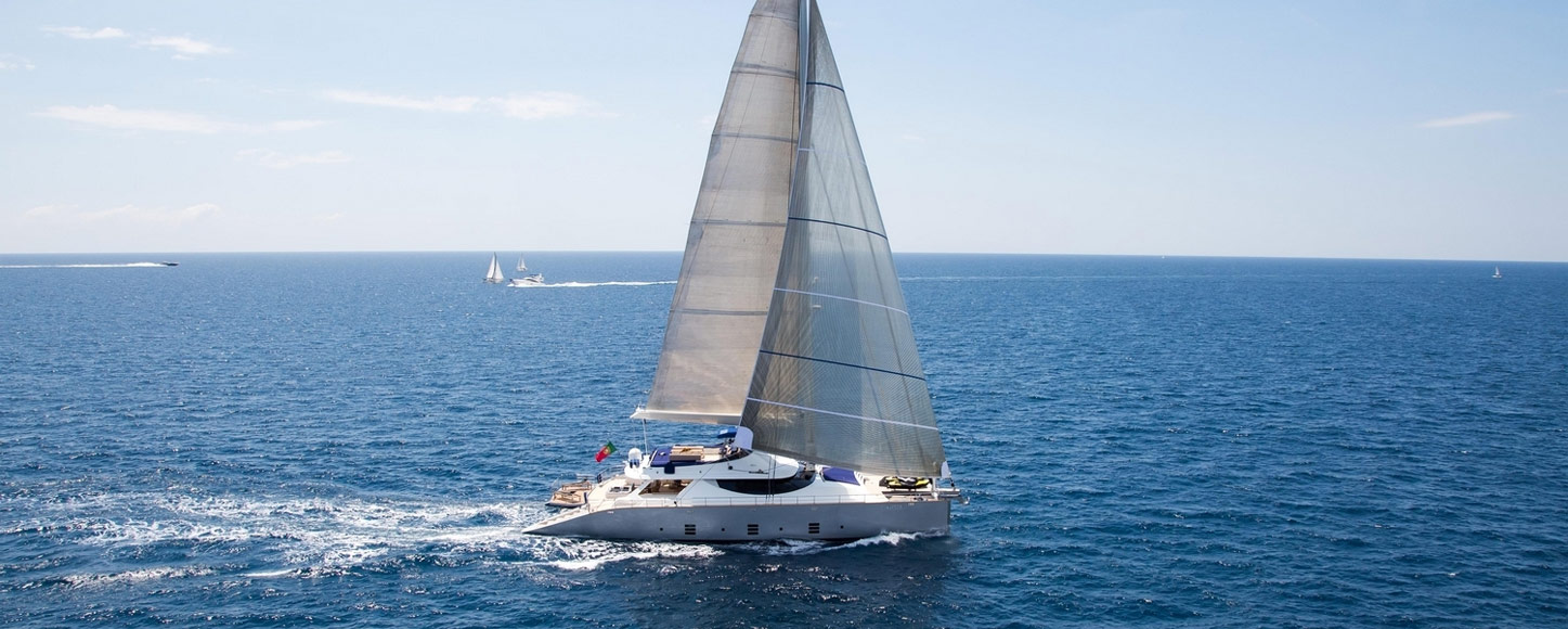 Luxury Catamaran yacht Hutiane running shot