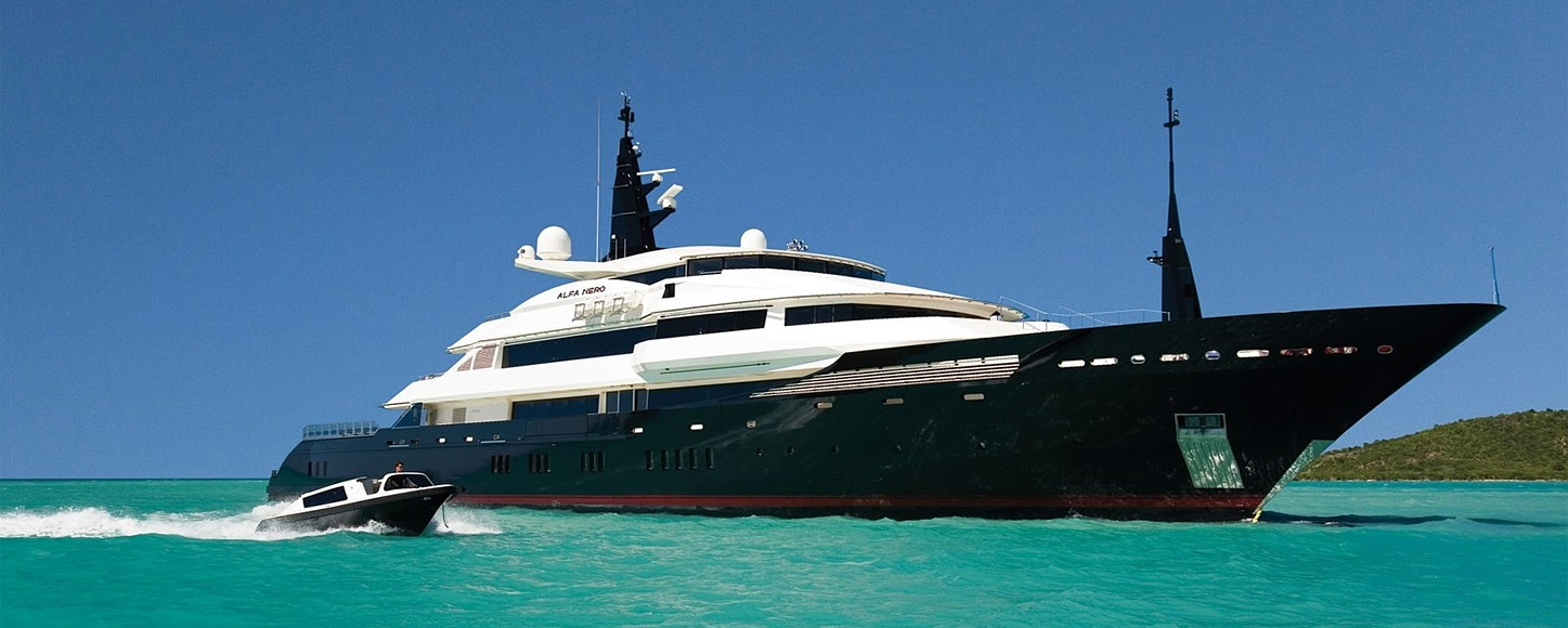 Luxury Motor yacht Alfa Nero running shot