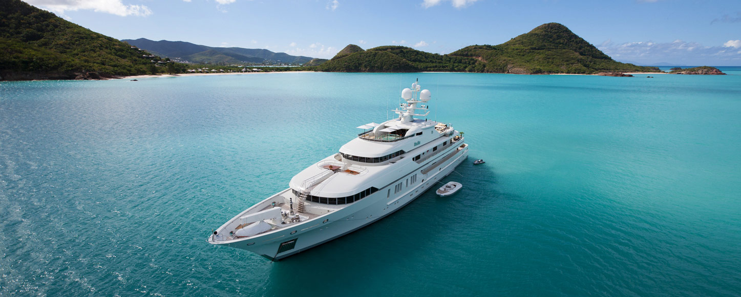 Luxury Motor yacht RoMa by tropical island