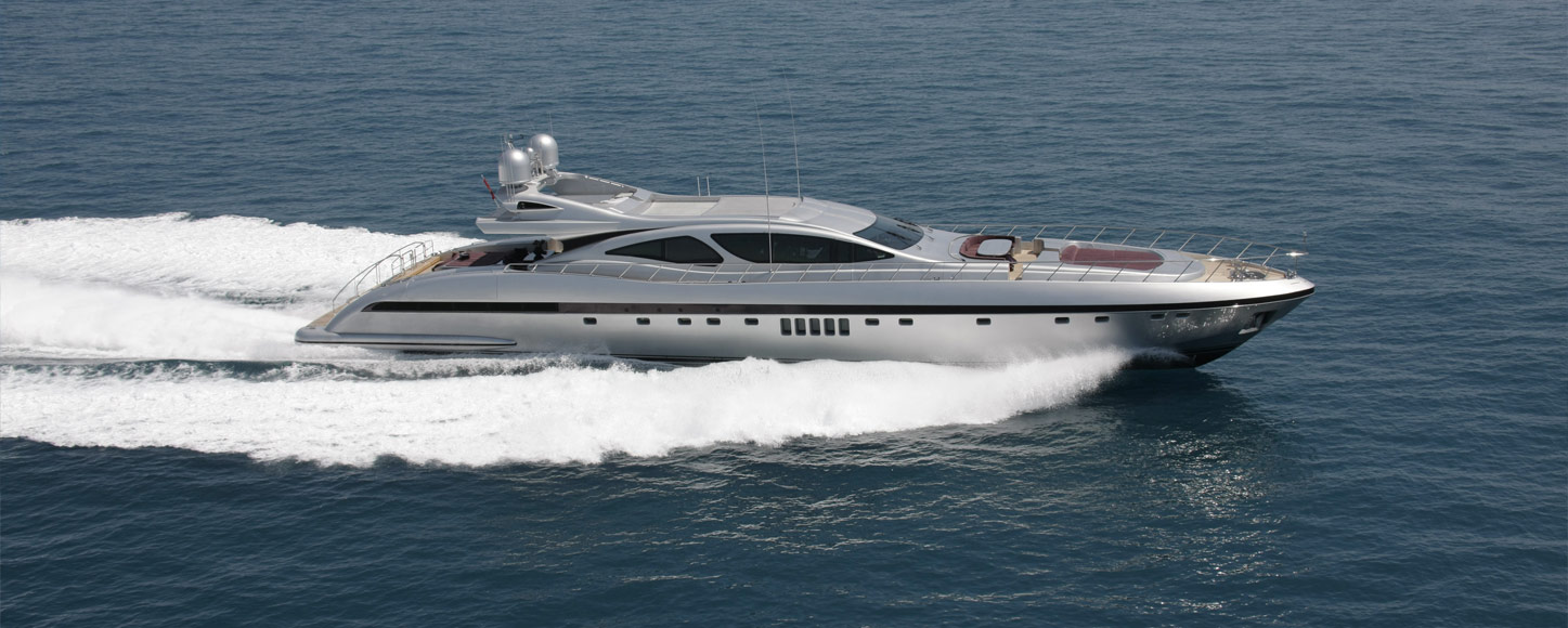 Open yacht charter Awesome running yacht