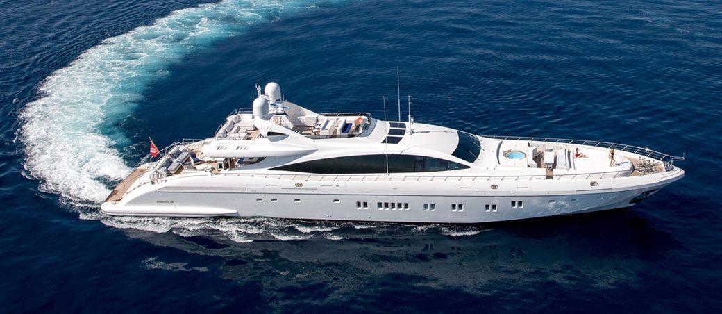 Superyacht Da Vinci Under Way