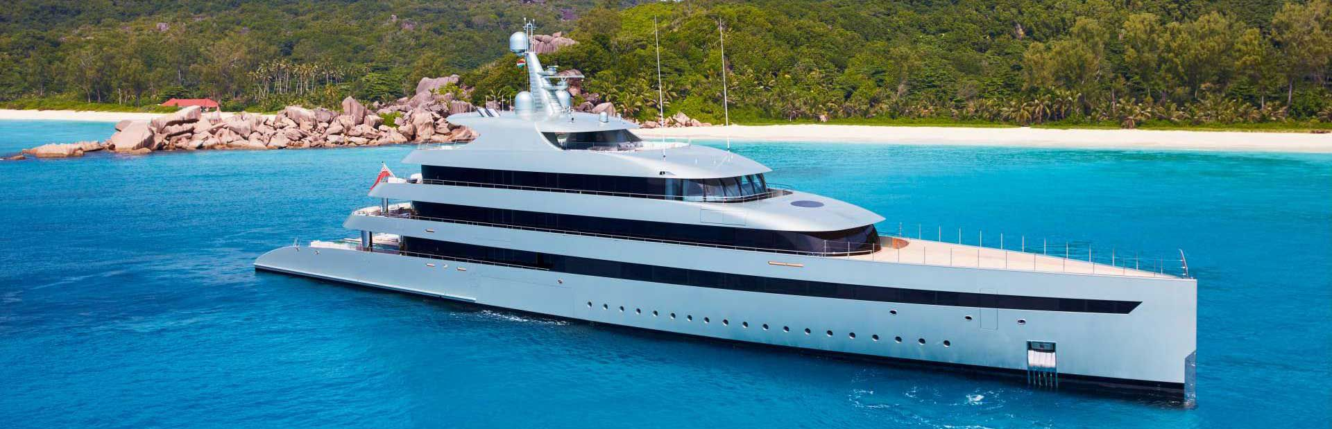 Superyacht Savannah at the beach